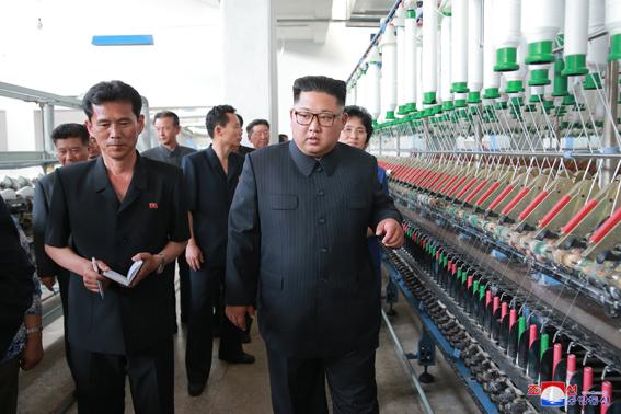 a0 - Ким Чен Ын руководил на месте делами  Синичжуской текстильной фабрики