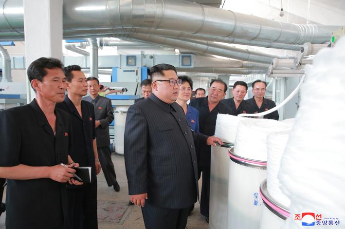 Ким Чен Ын руководил на месте делами  Синичжуской текстильной фабрики